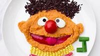<p>Yang satu ini nggak kalah menggemaskan, Bun. Ernie dari Sesame Street. Lucu maksimal! (Foto: Instagram/ @jacobs_food_diaries)</p>