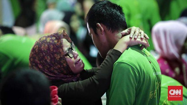 Sebagai anak, baiknya seseorang selalu mendoakan orang tuanya. Sejumlah doa untuk kedua orang tua bisa Anda pelajari.