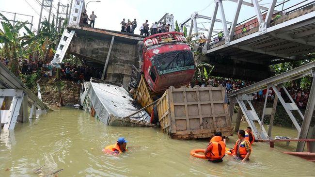 Gunakan alat penggempur, perbaikan Jembatan Widang di Tuban Jawa Timur akan selesai sebelum mudik lebaran Idulfitri 1439 Hijriah.