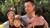 <p>Potret Barbie Hsu bersama suami dan kedua anaknya. So Sweet ya, Bun? (Foto: Instagram/ Istimewa)</p>