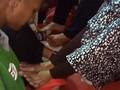 VIDEO: Keharuan Penghuni Lapas Khusus Anak Basuh Kaki Ibunda
