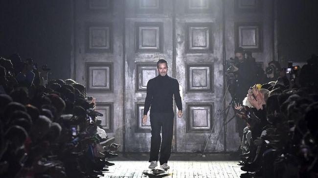 Hanya berselang tiga bulan sejak penunjukannya sebagai direktur kreatif untuk lini kontemporer Marc Jacobs, John Targon 'undur diri'.