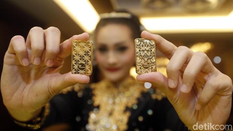Investasi emas ternyata memiliki risiko yang lebih kecil dibanding investasi properti. Simak sini Bunda, apa kurang lebihnya berinvestasi dalam wujud emas.