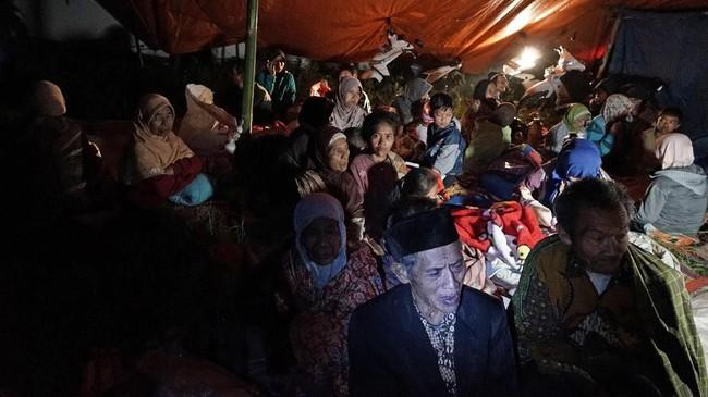 Kabupaten Banjarnegara, Jawa Tengah diguncang gempa 4,4 skala ricther, Rabu (18/4) kemarin. Sampai hari ini, setidaknya sudah terjadi lima kali gempa susulan.