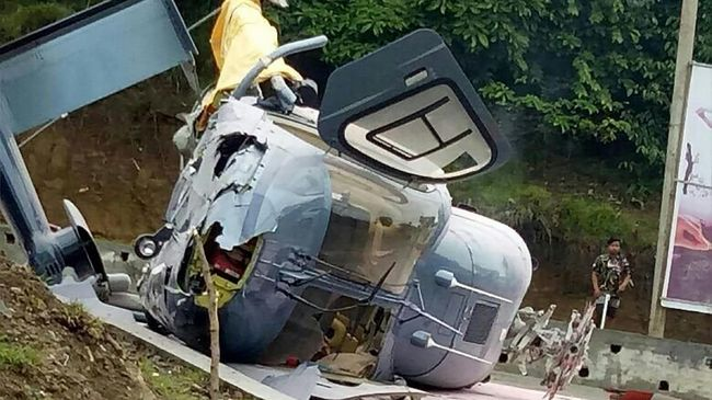 Helikopter milik pemadam kebakaran Korea Selatan jatuh di lepas pantai pulau kecil bersengketa, Dokdo, Kamis malam (31/10).