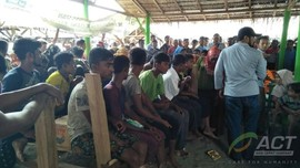Kapal Nyaris Tenggelam, 94 Warga Rohingya Ditarik Masuk Aceh