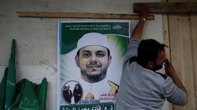 Otoritas Malaysia melakukan otopsi profesor Palestina, anggota Hamas, yang ditembak mati saat akan salat subuh di sebuah mesjid di Kuala Lumpur, Sabtu (21/4).