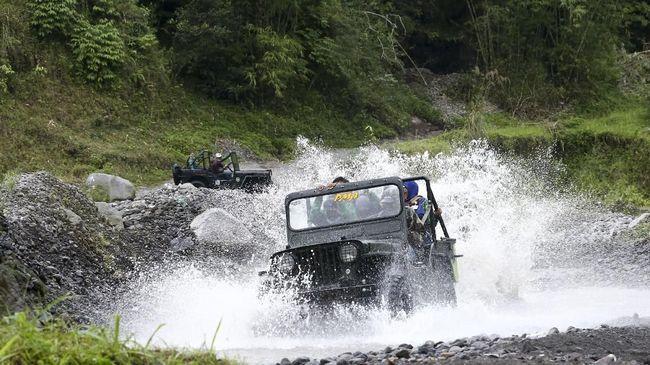 Beberapa pemilik jip wisata lereng Gunung Merapi mengaku kalau belum dapat dana bantuan pemerintah, sehingga mereka terpaksa menjual mobilnya.