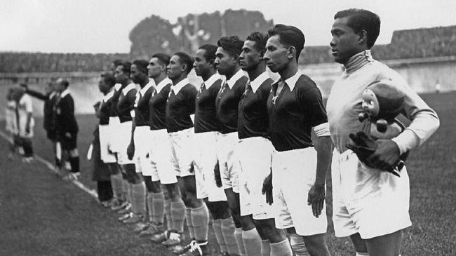Hindia Belanda, cikal bakal Indonesia, adalah wakil Asia perdana yang tampil di Piala Dunia, tepatnya pada edisi 1938.