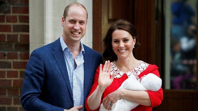 Istana Kensington memamerkan sejumlah foto Pangeran Louis yang menggemaskan jelang setahun anak ketiga dari Pangeran William dan Kate Middleton tersebut.