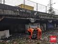 Sampah di Kolong Tol Wiyoto Wiyono Dibiarkan Sejak 1993