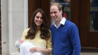 <p>Penampilan Kate Middleton dilengkapi dengan sepasang sepatu <em>mid-height heels</em> berwarna <em>nude</em>. (Foto: Dok. Getty Images)</p>
