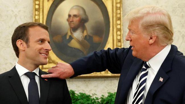 Presiden Perancis Emmanuel Macron menyebut pembicaraan teleponnya dengan Presiden AS Donald Trump dan pemimpin dunia lainnya seperti sosis.