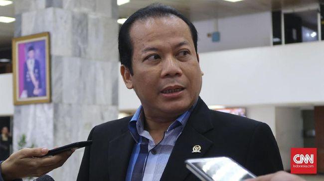 KPK menahan Taufik Kurniawan usai pemeriksaan kasus suap Dana Alokasi Khusus (DAK) Kabupaten Kebumen tahun anggaran 2016.