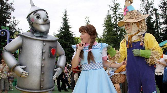 Sutradara serial Watchmen, Nicole Kassell, akan menggarap produksi ulang film legendaris Wizard of Oz di bawah naungan rumah produksi New Line Cinema.