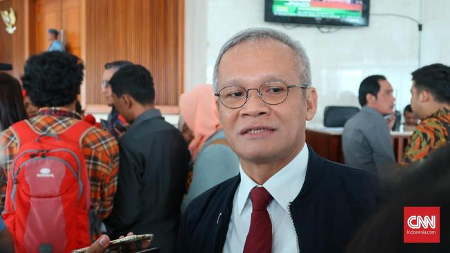 Anggota DPR Fraksi PDIP Aria Bima menilai UU Pilkada yang ada saat ini perlu diterapkan lebih dahulu sampai pilkada 2024 digelar.