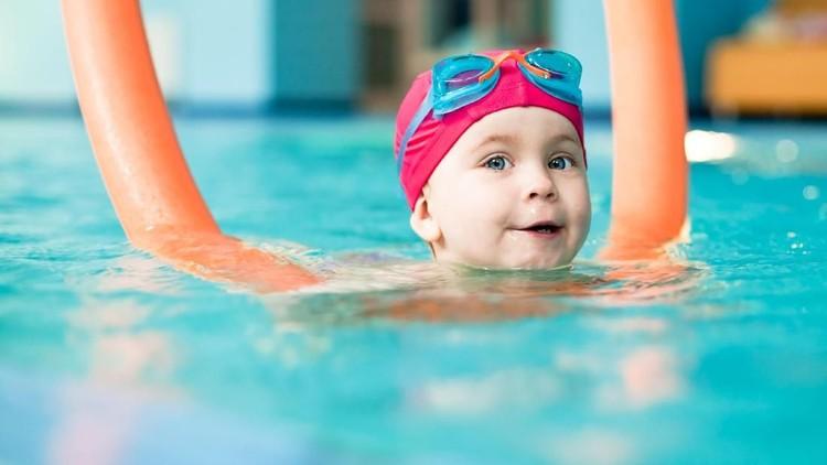 Bunda, berenang banyak manfaat kesehatannya lho untuk anak. Bahkan jika anak berbakat renang, bisa menjadi atlet dunia lho.