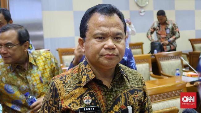 Menkumham Yasonna H Laoly mencopot Ronny F Sompie dari jabatan Direktur Jenderal Imigrasi Kementerian Hukum dan HAM.