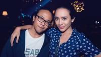 <p>Suami istri layaknya sahabat yangs saling mengasihi. Keren banget! (Foto: Instagram/dea_ananda via nareend)</p>