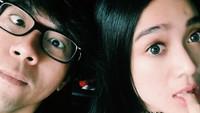<p>Menghabiskan waktu berdua meski sejenak memang bisa jadi quality time kita dan suami. (Foto: Instagram/arielnidji)</p>