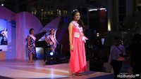 Finalis Miss Kidzania 2018 nomor 12 ini sedang fashion show jilid pertamanya. Cantik ya, Bun?