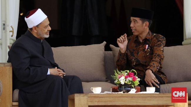 Presiden Jokowi membahas persiapan revitalisasi wawasan wasatiyyah Islam bersama Imam Besar al-Azhar Ahmed el-Tayyeb di Istana Merdeka.