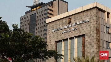 Dirlantas Polda Metro Jaya mencari para pengendara moge yang menerobos area ring 1 di sekitar Istana Kepresidenan, Jakarta Pusat, Minggu (21/2) pagi.