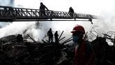Sebuah gedung 22 lantai di Brasil dilalap api hingga roboh. Ratusan tunawisma yang menghuni gedung terbengkalai itu kini mesti mencari atap baru untuk berteduh.