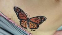 <p>Eh, ada kupu-kupu hinggap di perut bunda yang satu ini. Cantik! (Foto: Instagram/ @natesorensen_tattooist)</p>