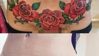 <p>Mau gambar mawar kayak gini juga cantik lho Bun (Foto: Instagram/ @dorothytattoo)</p>