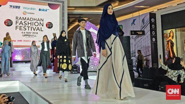 Jakarta Fashion Week (JFW) menggelar Ramadan Fashion Festival untuk memperkenalkan koleksi busana muslim terbaru dari desainer Indonesia.