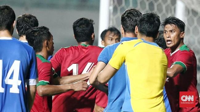 Timnas Indonesia gagal mencetak gol di tiga pertandingan PSSI Anniversary Cup 2018 setelah di laga terakhir bermain imbang tanpa gol melawan Uzbekistan.