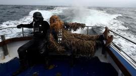 FOTO: 'Darth Vader' Invasi Persembunyian Luke Skywalker