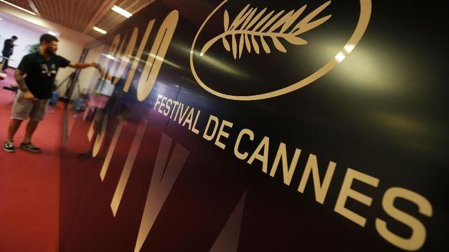 Film Korea 'Parasite' berjaya di Festival Film Cannes dengan meraih Palme d'Or, sementara Antonio Banderas dan Emily Beecham jadi yaaktor dan aktris terbaik.