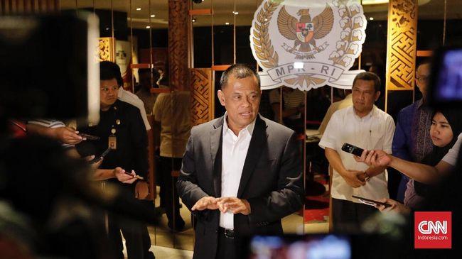 Gatot Nurmantyo meminta masyarakat menilai sendiri soal sikap politiknya di pilpres 2019 setelah menghadiri pidato kebangsaan Prabowo Subianto di Surabaya.