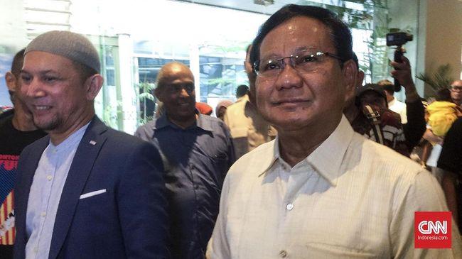 Ketua Umum Partai Gerindra Prabowo Subianto mengatakan ada pihak yang sengaja membuat gaduh di Indonesia lewat serangkaian aksi teror bom di Surabaya.