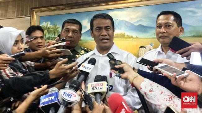 Menteri Pertanian Amran Sulaiman meminta Bulog untuk membeli beras petani dengan harga Rp8.030 per kilogram agar petani untung dan bisa menyambung hidup.