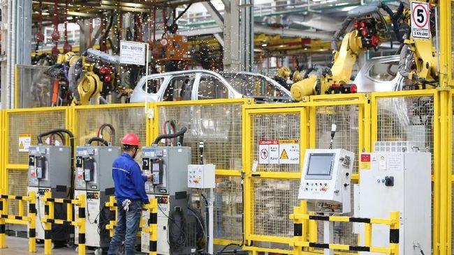 Kemampuan investasi menyerap tenaga kerja di Indonesia kian menurun. Penurunan terjadi akibat peralihan investasi dari sektor manufaktur ke jasa.