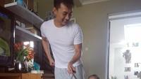 <p>Duh, Ayah Boby iseng banget sih Byan dimasukin ke tas ransel. Eh, tapi Byan happy lho! Hi-hi-hi. (Foto: Instagram/ @boby_tince) </p>