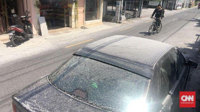 Cara Benar Bersihkan Bodi Mobil yang Kena Abu Vulkanis