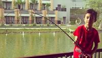 <p>Begini gaya Kiano saat mancing. Kira-kira Kiano berhasil dapat ikan nggak ya? (Foto: Instagram/ @novasoraya16) </p>