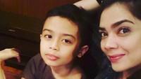 <p>Tahun ini Kiano genap berumur 11 tahun, Bun. Hmm, kalau dilihat-lihat Kiano mirip nih sama bundanya. (Foto: Instagram/ @novasoraya16) </p>