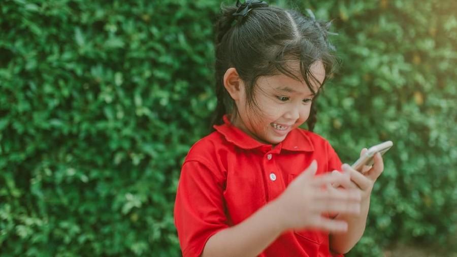 Penyebab Anak Bertingkah Lebih Dewasa dari Usianya di Medsos