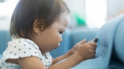 Asyik Main Gadget Bukan Tak Mungkin Bikin Anak Obesitas