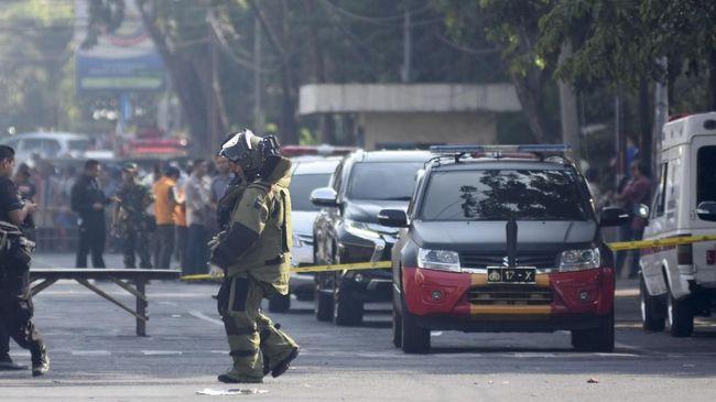 Kominfo mengatakan tengah berupaya menurunkan konten-konten yang menampilkan jenazah bom Surabaya dan akan memburu penyebarnya.