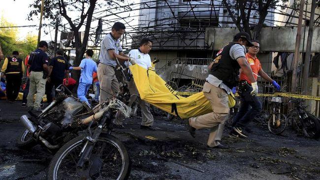 Kepala Bidang Humas Polda Jawa Timur Kombes Frans Barung Mangera mengatakan saat ini tim forensik bekerja melakukan proses identifikasi seluruh korban.