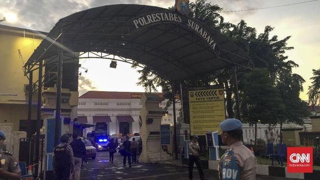 Kepolisian mengatakan pihak keluarga terduga teroris Mapolrestabes Surabaya hanya mengakui AIS, anak pelaku yang selamat dalam aksi bom bunuh diri itu
