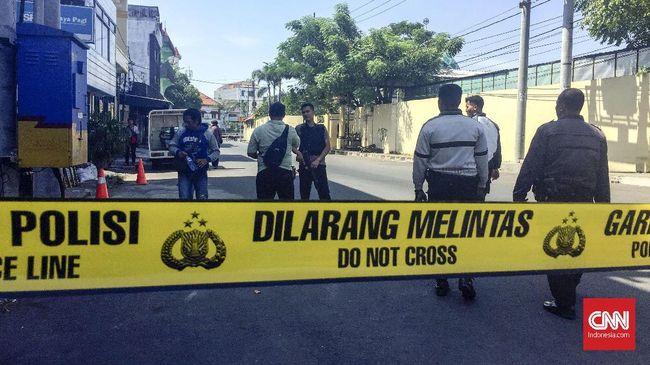 Tri Ernawati sempat singgah ke rumah orang tua untuk memberikan gula pasir beberapa jam sebelum ledakan bom di Mapolresta Surabaya, Senin (14/5) pagi.
