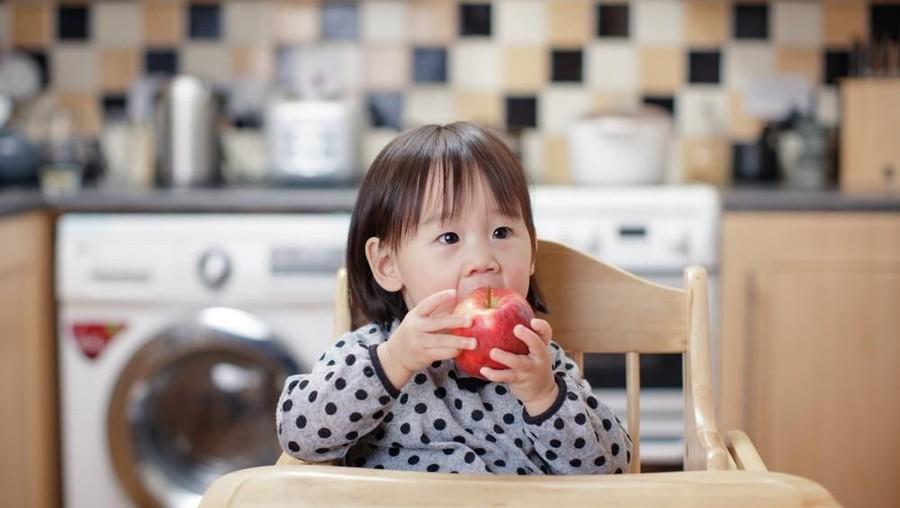 Lebih Baik Mana untuk Anak, Buah Segar atau Dijadikan Jus?