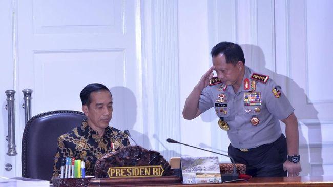 Di hadapan Kapolri, Panglima TNI, dan Kepala BIN, Presiden Jokowi meminta ketiga pimpinan lembaga itu menjamin keamanan selama Ramadan yang dimulai esok hari.